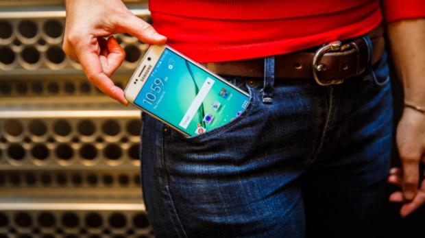 Samsung Galaxy S6 Edge против iPhone